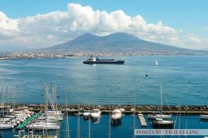 Navi_tra_il_Vesuvio_e_Castel_dell'Ovo_OK_positano_travelling_car_service_amalfi_coast
